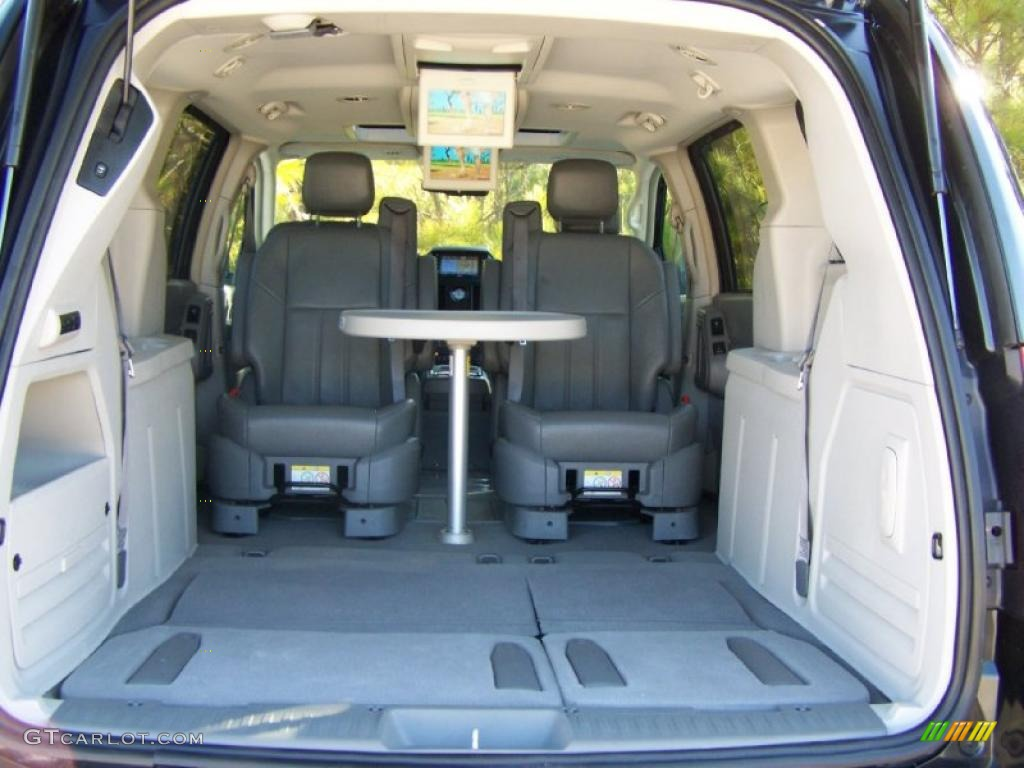 2008 Chrysler Town Country Touring Interior Photo 42115373
