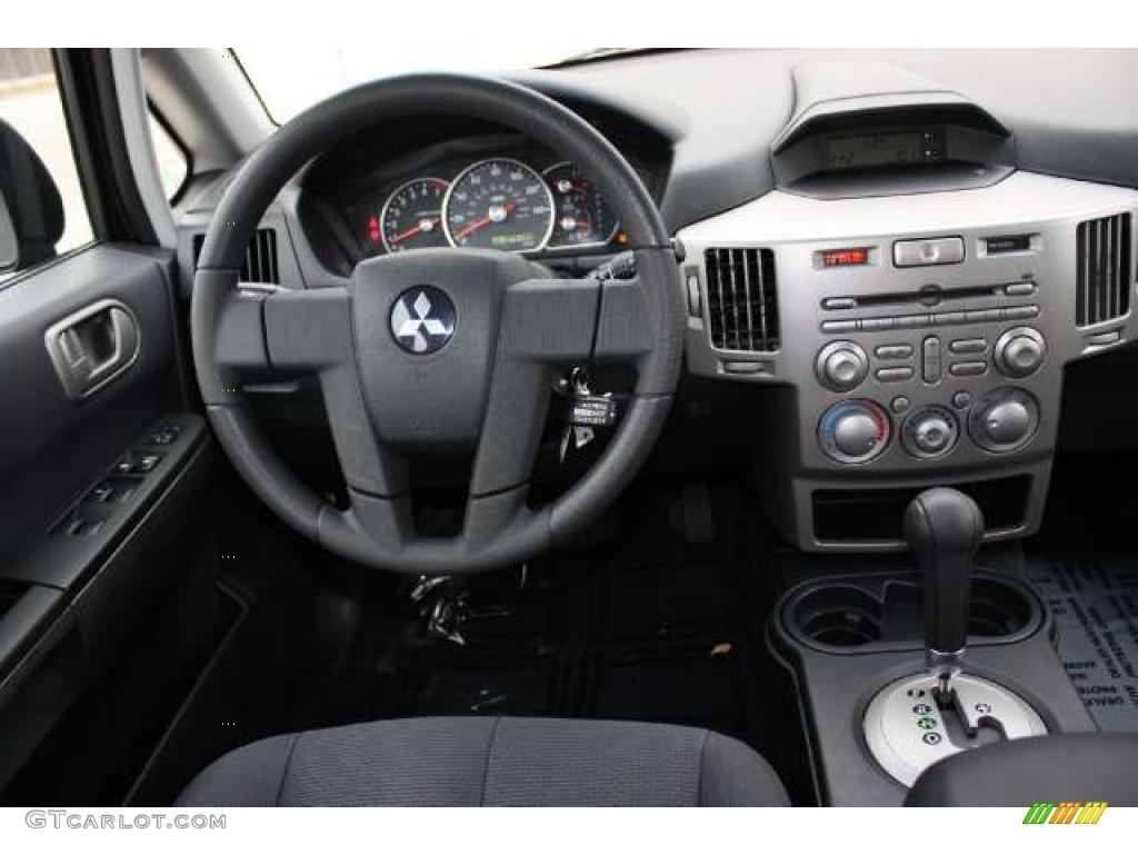 2005 Mitsubishi Endeavor Ls Awd Charcoal Dashboard Photo 42382995