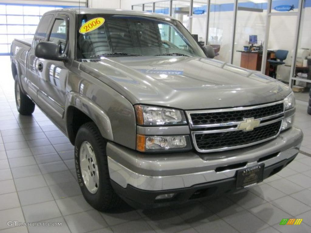 2006 Silverado 1500 Z71 Extended Cab 4x4 - Graystone Metallic / Dark Charcoal photo #1