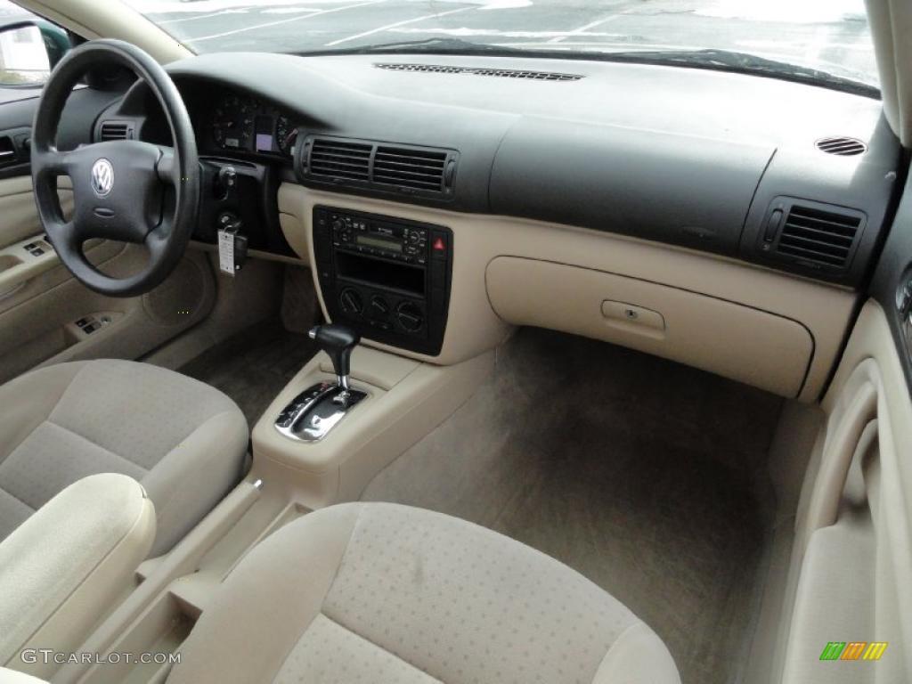Beige interior 2001 volkswagen passat gls sedan photo 42413804 for Volkswagen passat 2000 interior