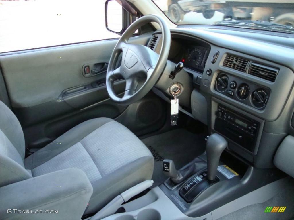 Gray Interior 2002 Mitsubishi Montero Sport ES 4x4 Photo #42452575 | GTCarLot.com
