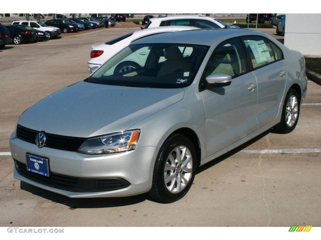 white gold metallic 2011 volkswagen jetta se sedan. Black Bedroom Furniture Sets. Home Design Ideas