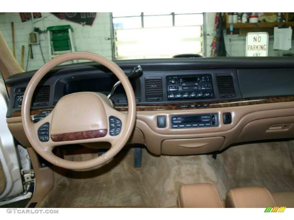 1996 ivory pearl tri coat lincoln town car signature 42596621 photo 7 car. Black Bedroom Furniture Sets. Home Design Ideas