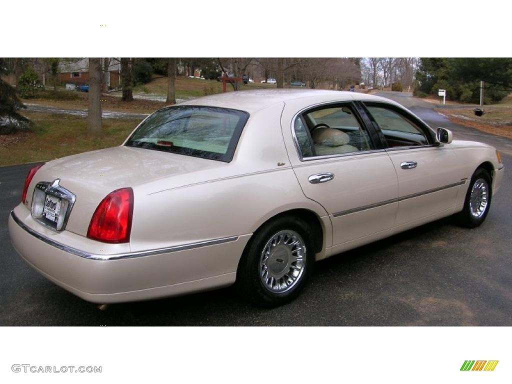 ivory parchment pearl tri coat 2000 lincoln town car cartier exterior photo 42686855. Black Bedroom Furniture Sets. Home Design Ideas