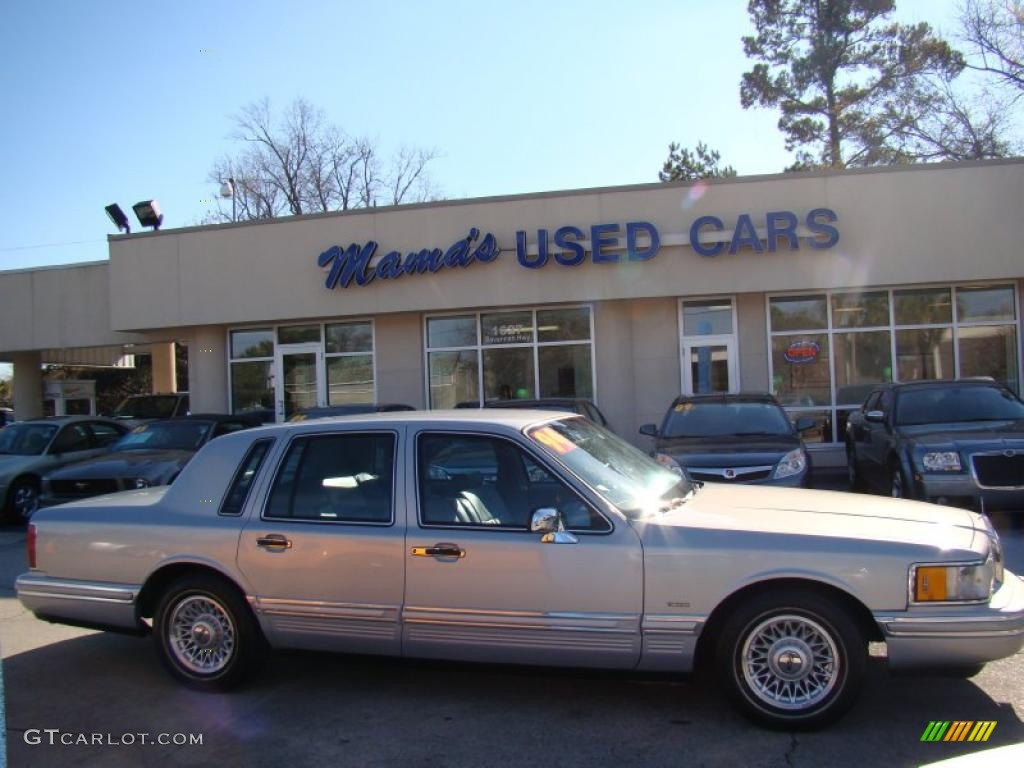 1994 opal grey pearlescent lincoln town car executive 42681868 car color galleries. Black Bedroom Furniture Sets. Home Design Ideas