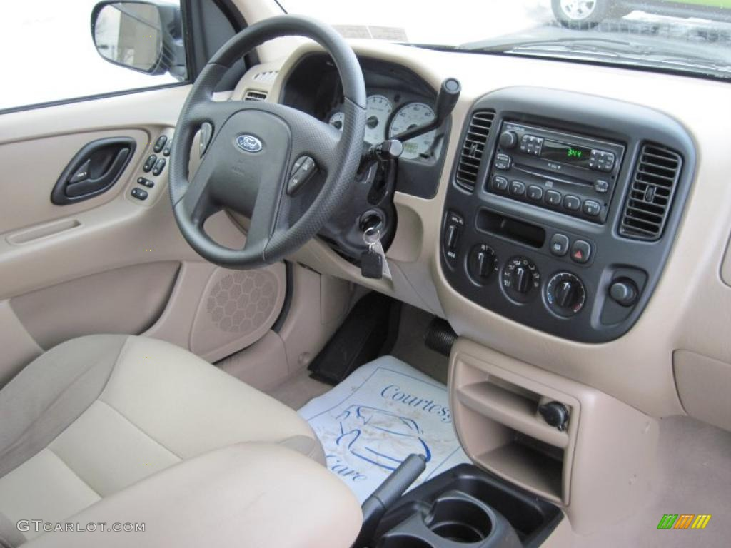 2004 Ford Escape XLS 4WD interior Photo #42886421 | GTCarLot.com