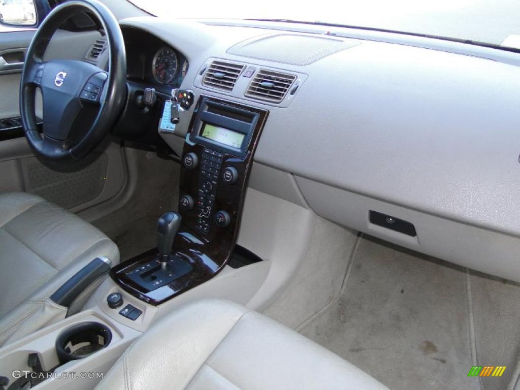 2004 volvo s40 t5 interior photo 42957011