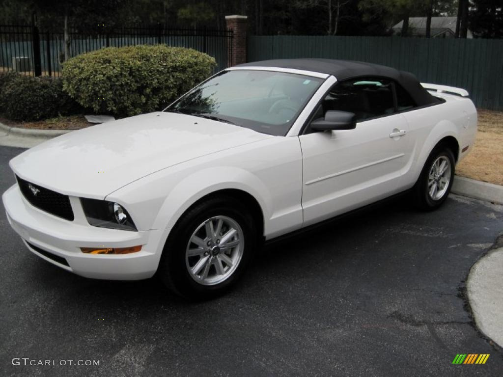 2006 Mustang V6 Deluxe Convertible - Performance White / Light Graphite photo #1
