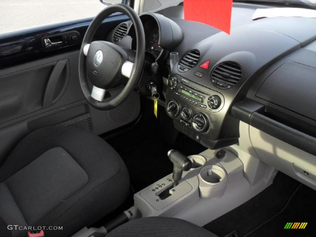 Black Interior 2005 Volkswagen New Beetle Gl Coupe Photo 43462188