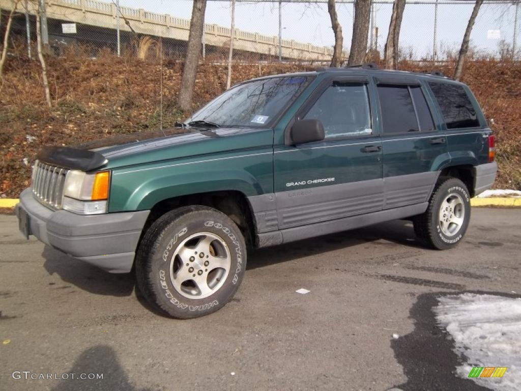 1996 Grand Cherokee Laredo 4x4 - Forest Green Pearlcoat / Agate photo #1