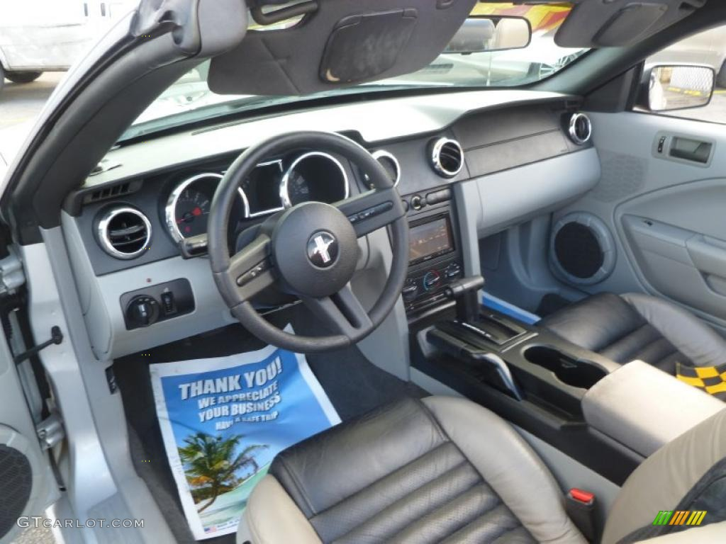 Medium Parchment Interior 2005 Ford Mustang V6 Deluxe Convertible Photo 43491876