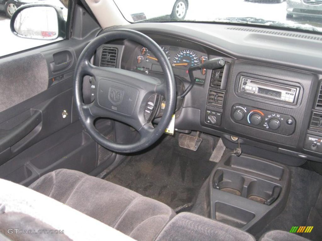 on 2000 Dodge Dakota Sport Club Cab
