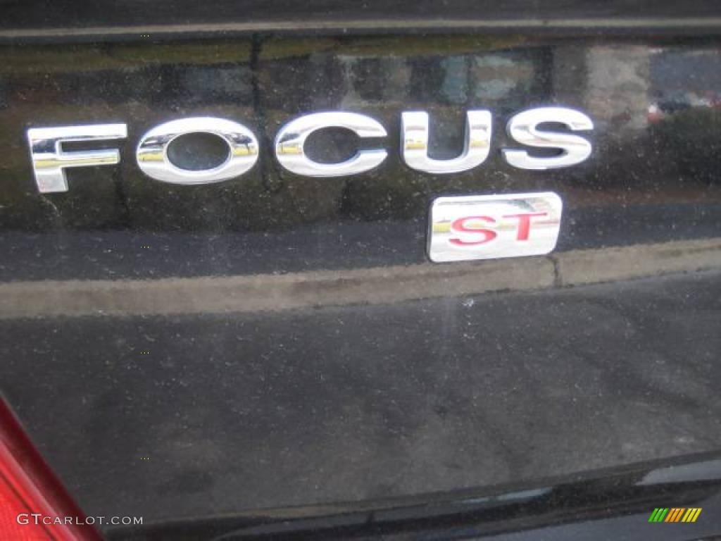 2005 Focus ZX4 ST Sedan - Pitch Black / Charcoal/Charcoal photo #12