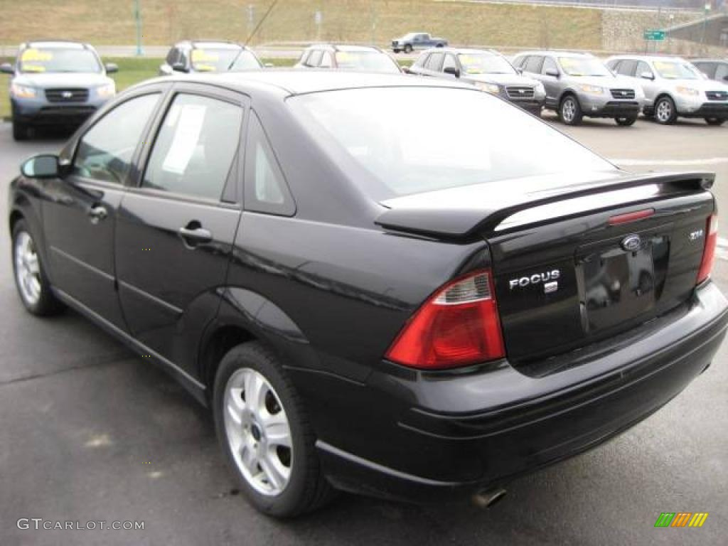 2005 Focus ZX4 ST Sedan - Pitch Black / Charcoal/Charcoal photo #13