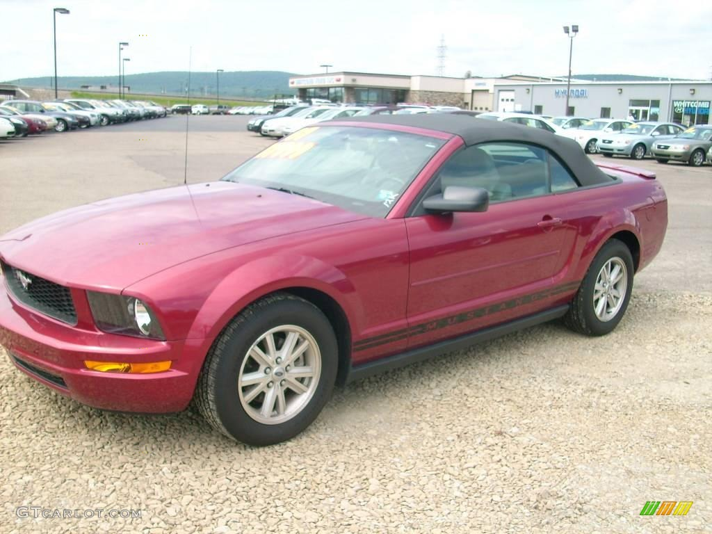 2007 Mustang V6 Deluxe Convertible - Redfire Metallic / Dark Charcoal photo #3