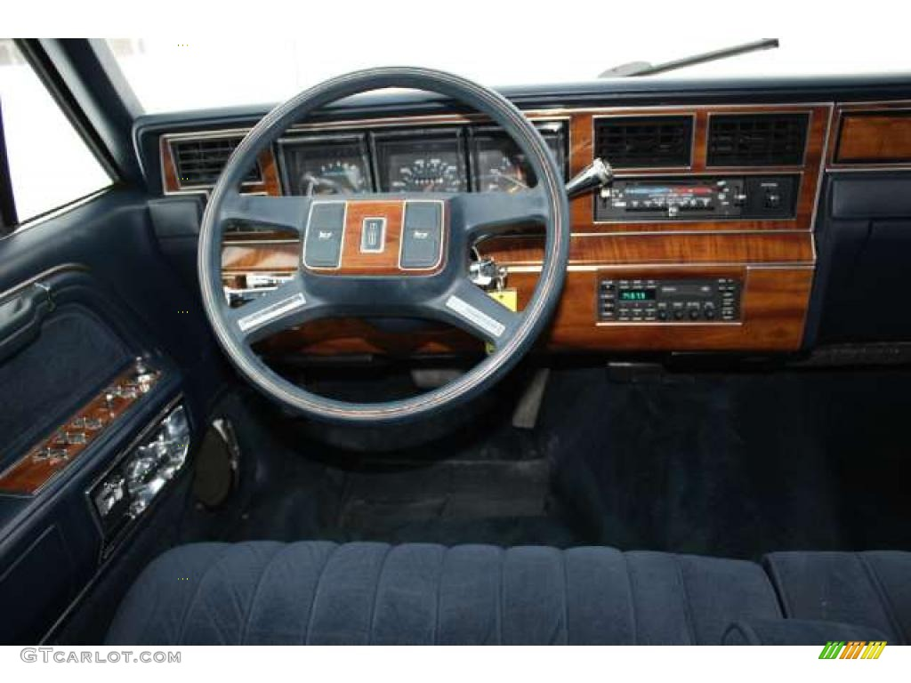 1989 lincoln town car standard town car model interior photo 43784962. Black Bedroom Furniture Sets. Home Design Ideas
