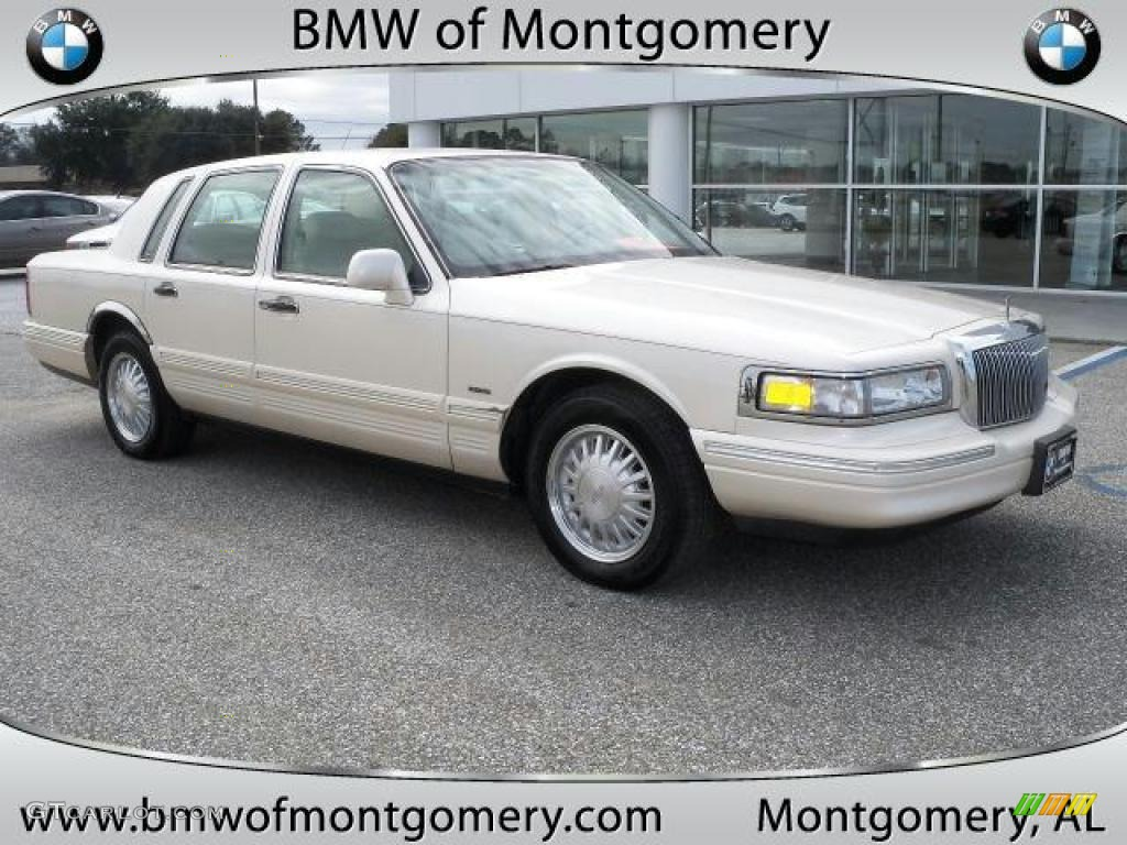 1996 Ivory Pearl Tri Coat Lincoln Town Car Cartier 43880658