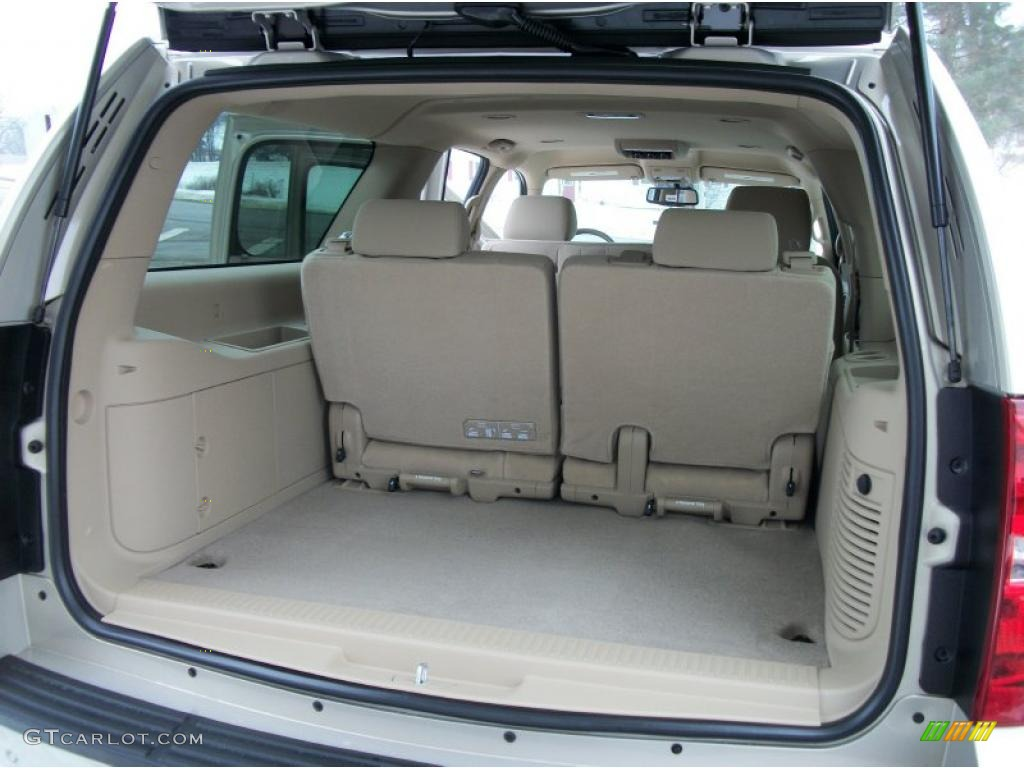 2011 Chevrolet Suburban Ls 4x4 Trunk Photo 43945759