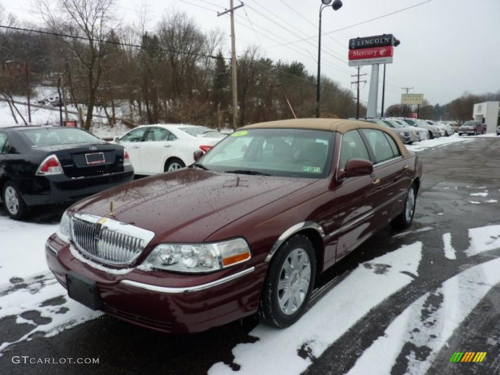 Autumn Red Metallic 2004 Lincoln Town Car Ultimate L Exterior Photo
