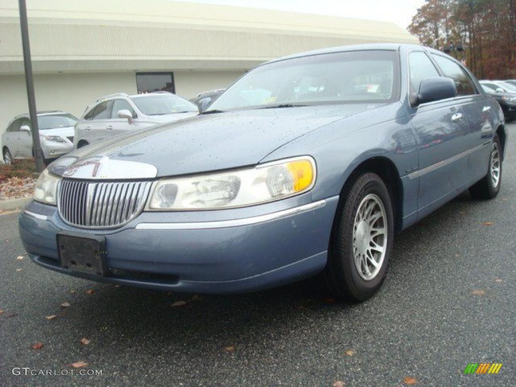 2000 Graphite Blue Metallic Lincoln Town Car Signature 44203270