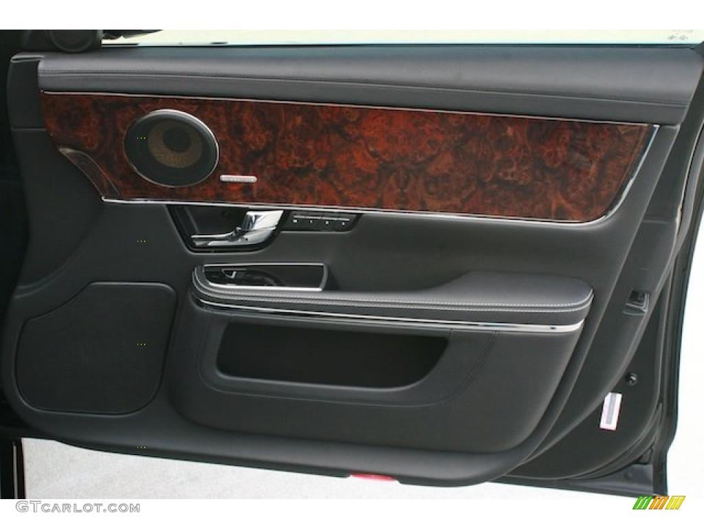 Service manual how to replace 2011 jaguar xj rear door for Back door replacement