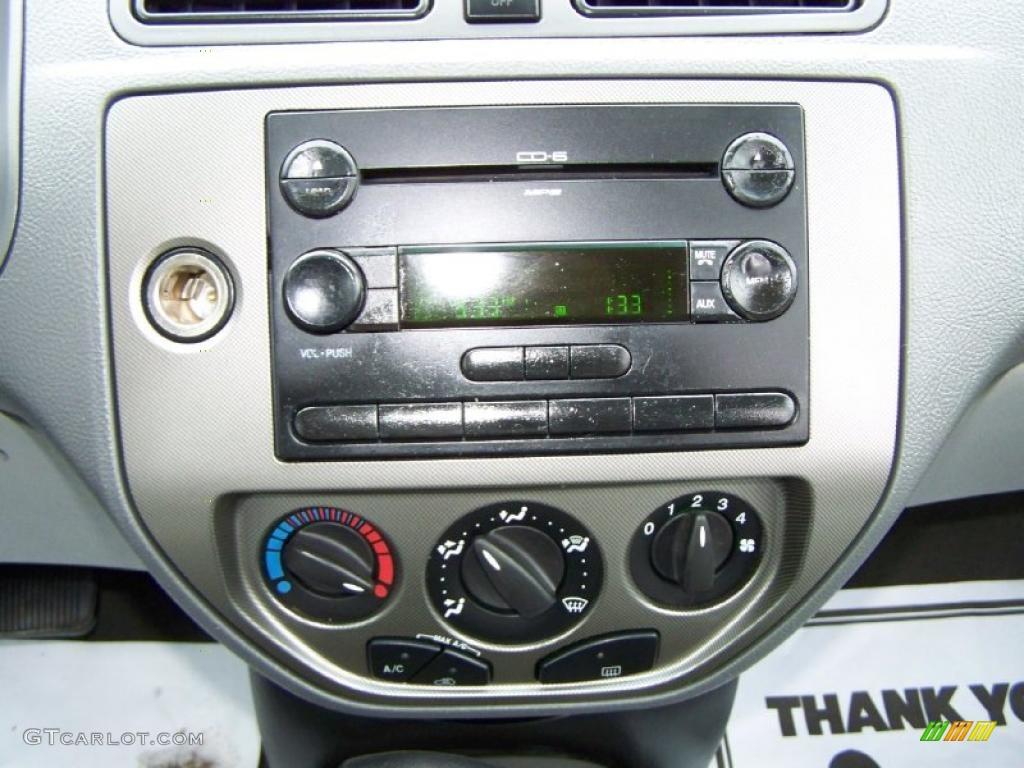 2005 Focus ZX4 SES Sedan - Pitch Black / Dark Flint/Light Flint photo #9