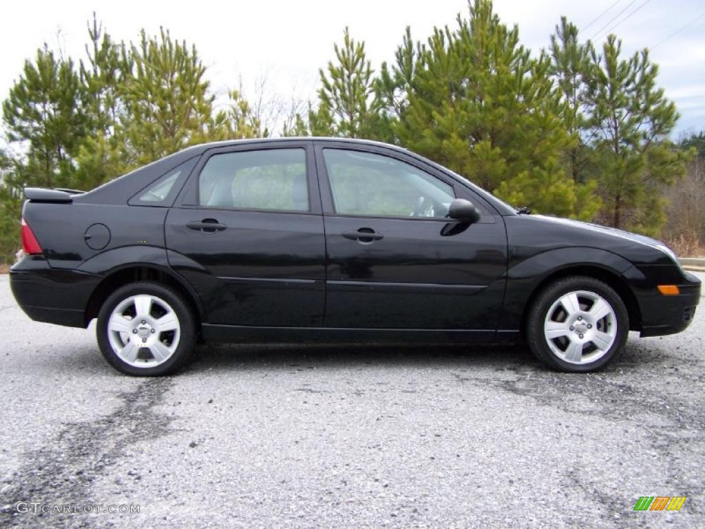 2005 Focus ZX4 SES Sedan - Pitch Black / Dark Flint/Light Flint photo #11