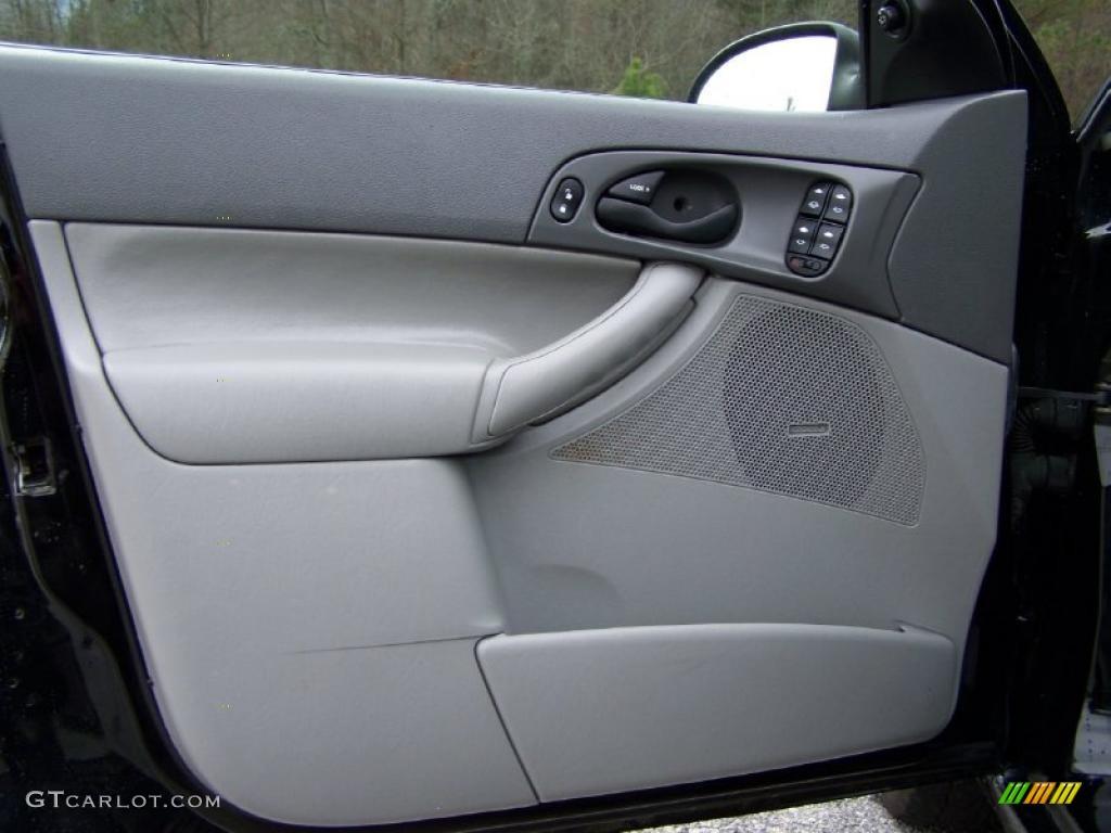2005 Focus ZX4 SES Sedan - Pitch Black / Dark Flint/Light Flint photo #25