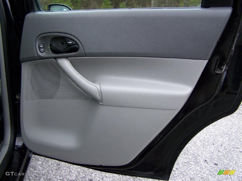 2005 Focus ZX4 SES Sedan - Pitch Black / Dark Flint/Light Flint photo #28