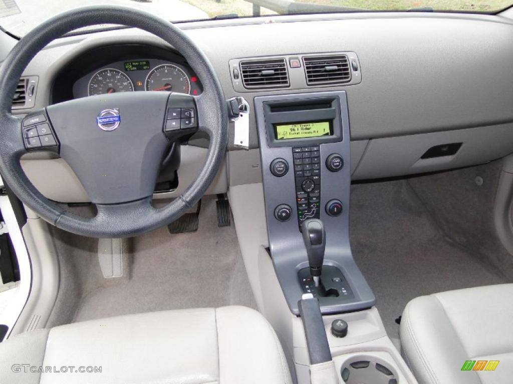 2007 volvo s40 dark beige quartz dashboard photo. Black Bedroom Furniture Sets. Home Design Ideas