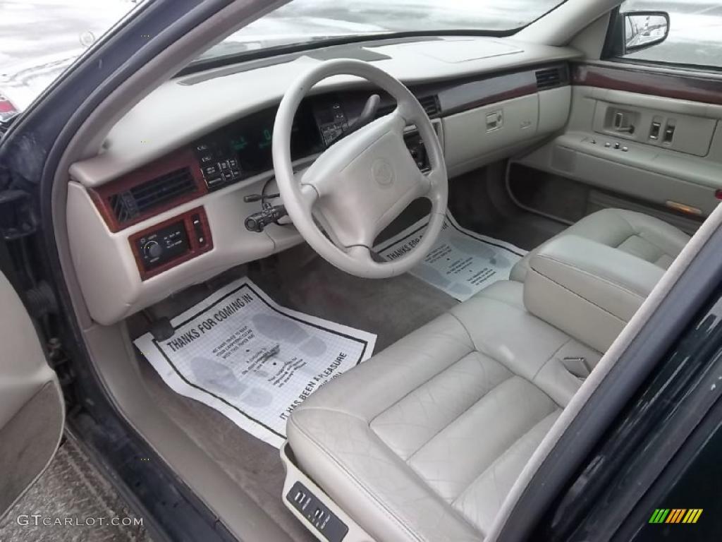 Gray Interior 1995 Cadillac Deville Sedan Photo 44799302
