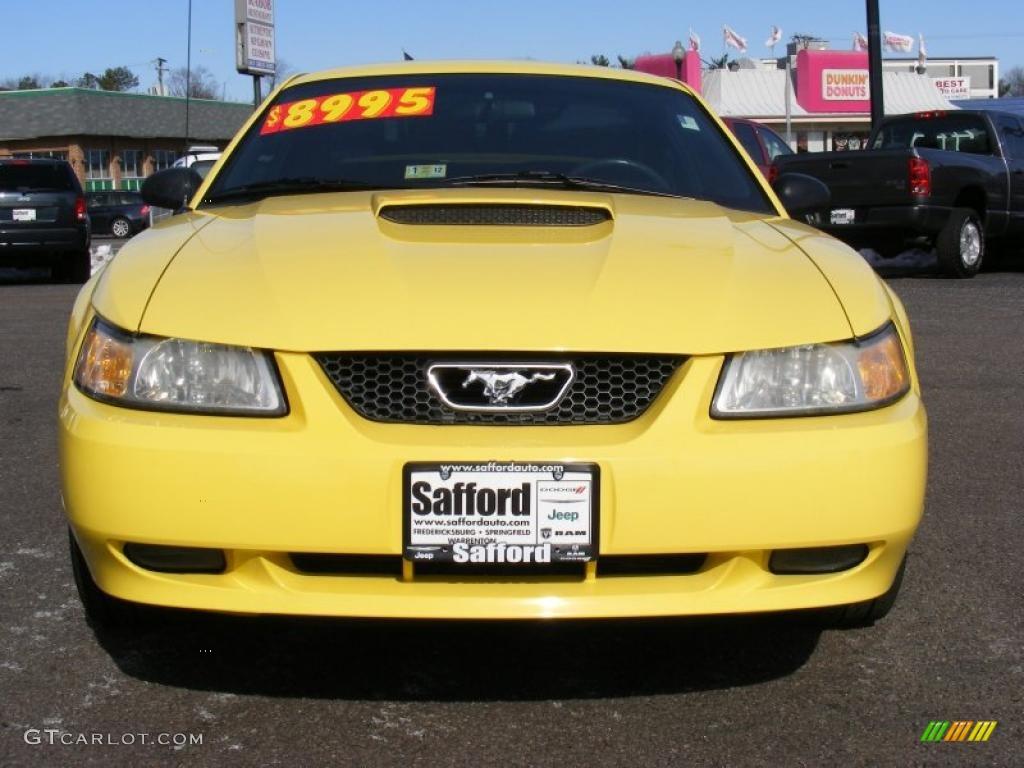 2000 Mustang GT Coupe - Zinc Yellow / Dark Charcoal photo #2
