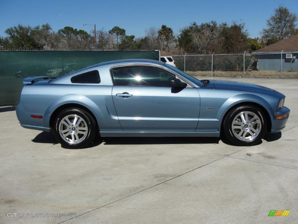 2006 Mustang GT Premium Coupe - Windveil Blue Metallic / Light Graphite photo #2