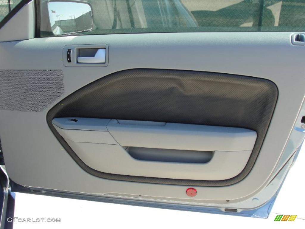 2006 Mustang GT Premium Coupe - Windveil Blue Metallic / Light Graphite photo #26