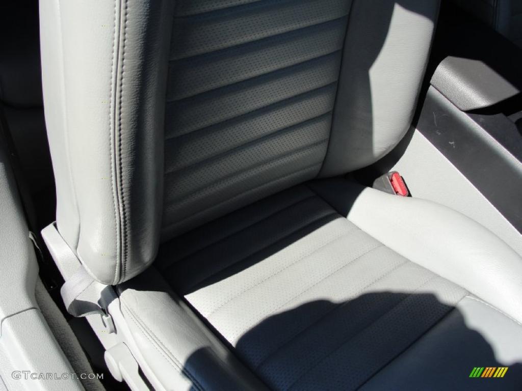 2006 Mustang GT Premium Coupe - Windveil Blue Metallic / Light Graphite photo #29