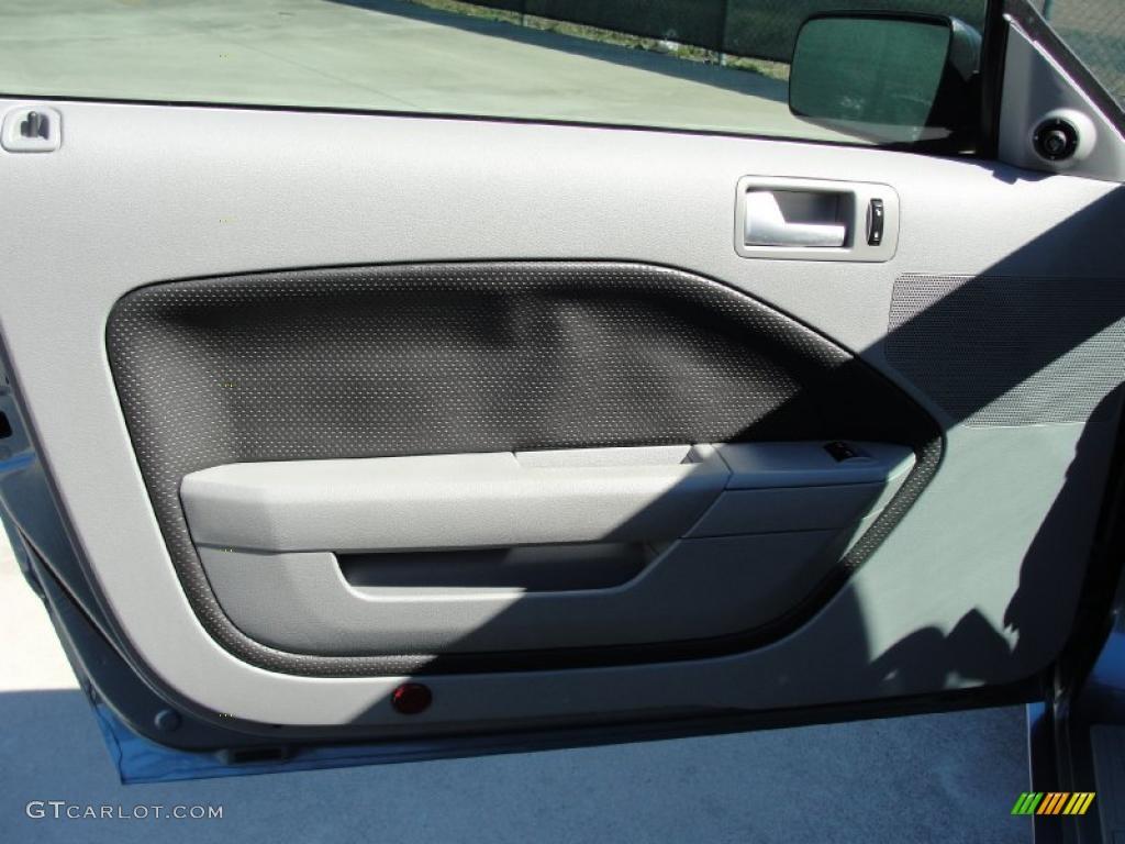 2006 Mustang GT Premium Coupe - Windveil Blue Metallic / Light Graphite photo #31