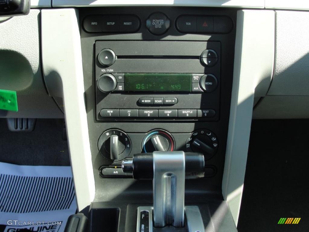 2006 Mustang GT Premium Coupe - Windveil Blue Metallic / Light Graphite photo #38