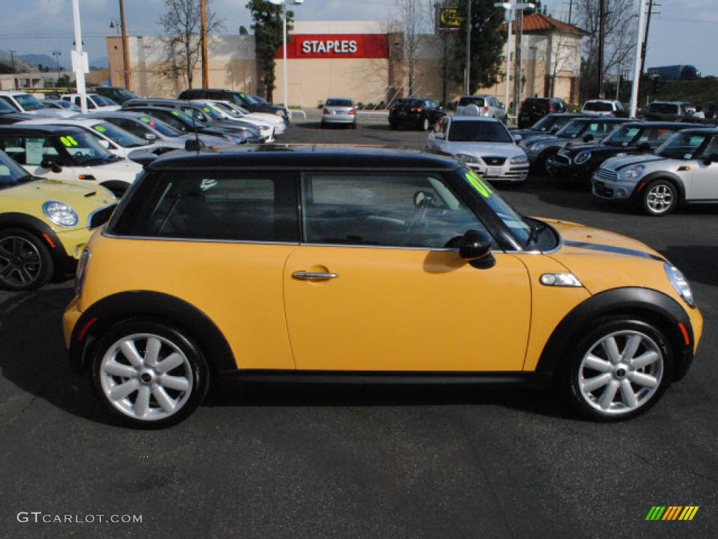 mellow yellow 2007 mini cooper s hardtop exterior photo 45101821. Black Bedroom Furniture Sets. Home Design Ideas