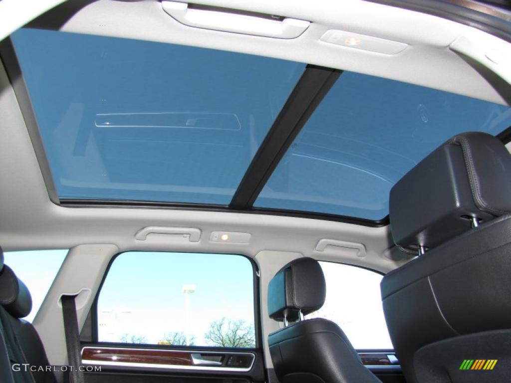 2011 Volkswagen Touareg VR6 FSI Sport 4XMotion Sunroof Photo #45232553 | GTCarLot.com
