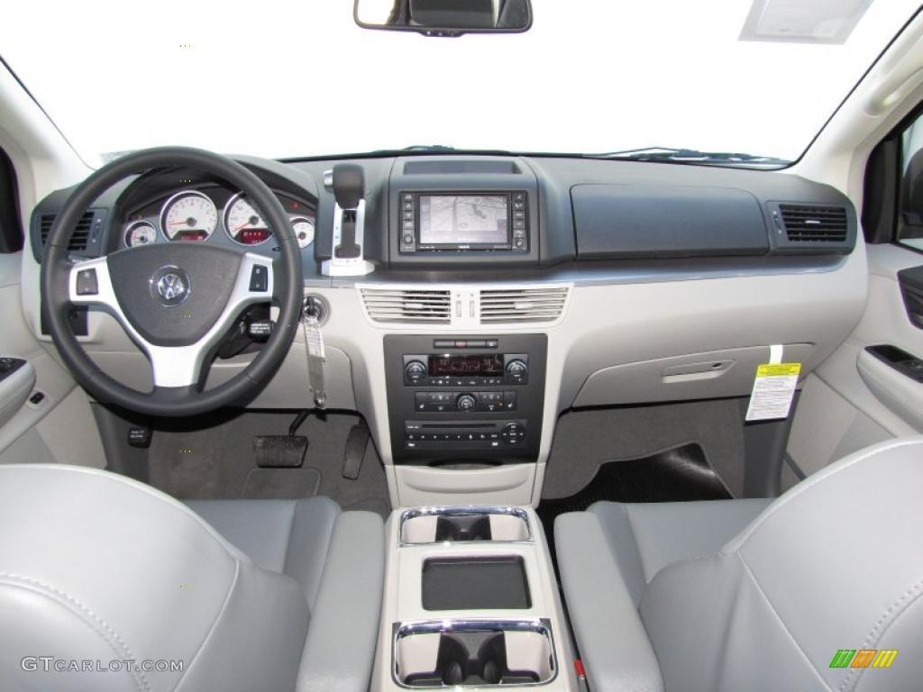 2010 Volkswagen Routan SEL Premium interior Photo ...