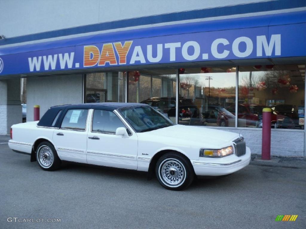 1997 Performance White Lincoln Town Car Executive 45331126
