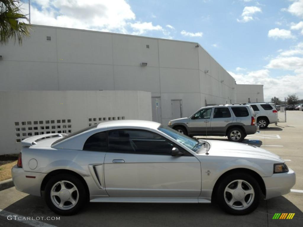 2003 silver mustang