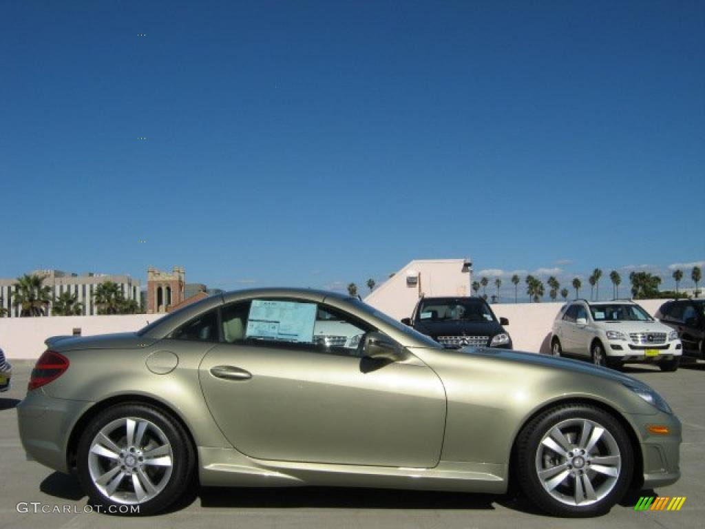 2011 hampton sand metallic mercedes benz slk 300 roadster for Mercedes benz slk 300