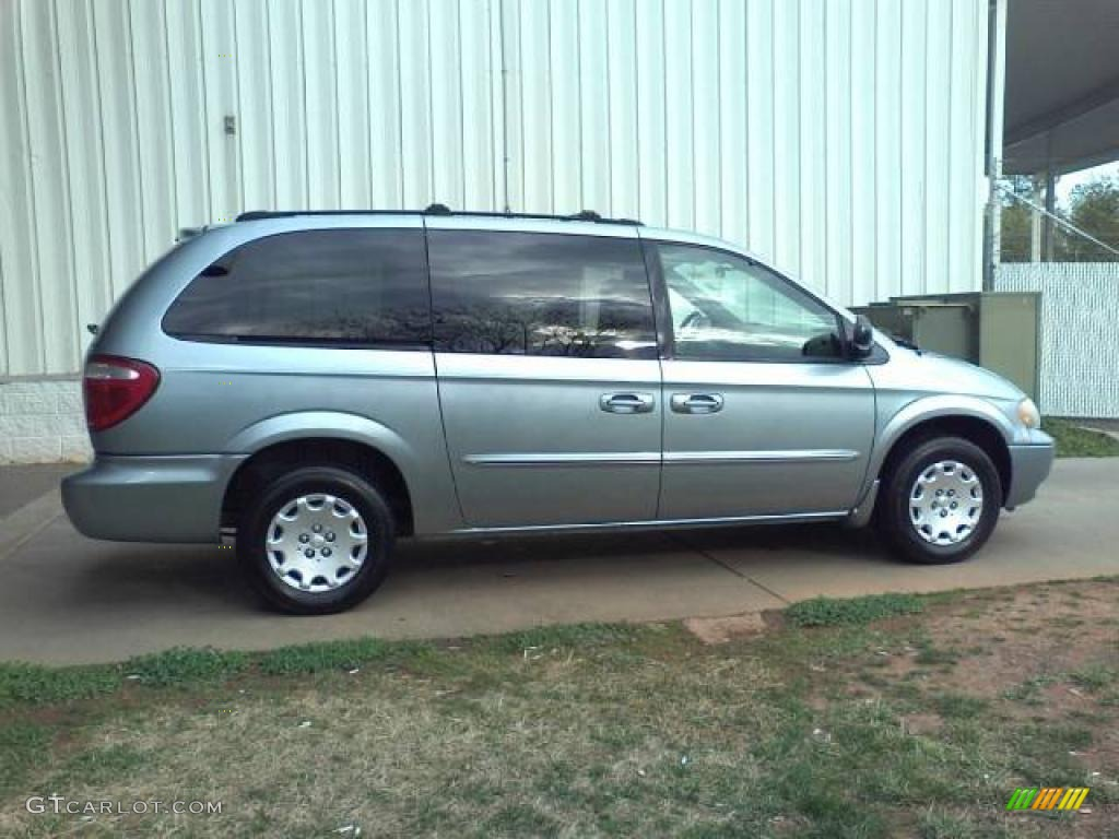 2003 Town & Country LX - Butane Blue Pearl / Gray photo #17