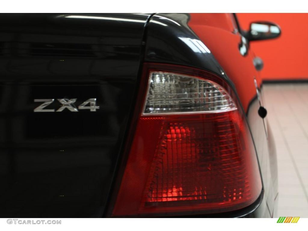 2005 Focus ZX4 S Sedan - Pitch Black / Dark Flint/Light Flint photo #13