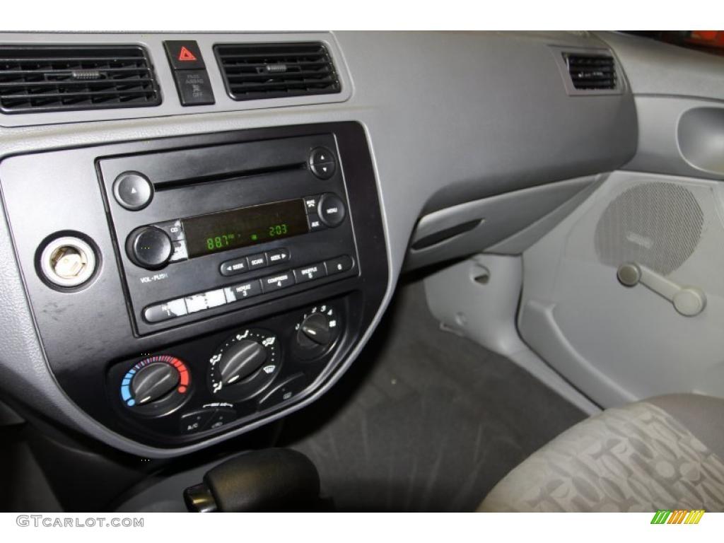 2005 Focus ZX4 S Sedan - Pitch Black / Dark Flint/Light Flint photo #22