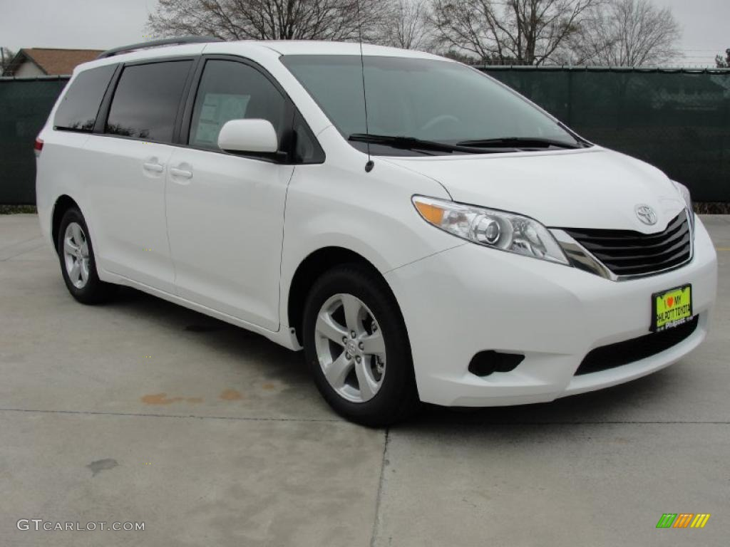 2011 Sienna LE - Super White / Light Gray photo #1