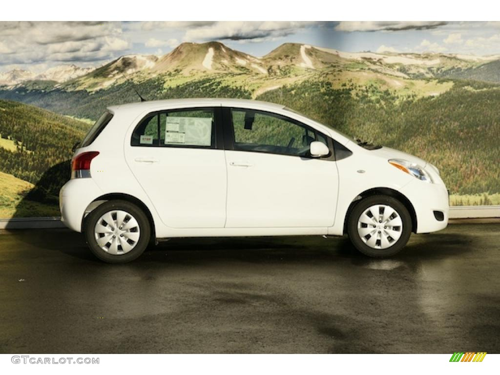 Super White 2011 Toyota Yaris 5 Door Liftback Exterior Photo 45945303