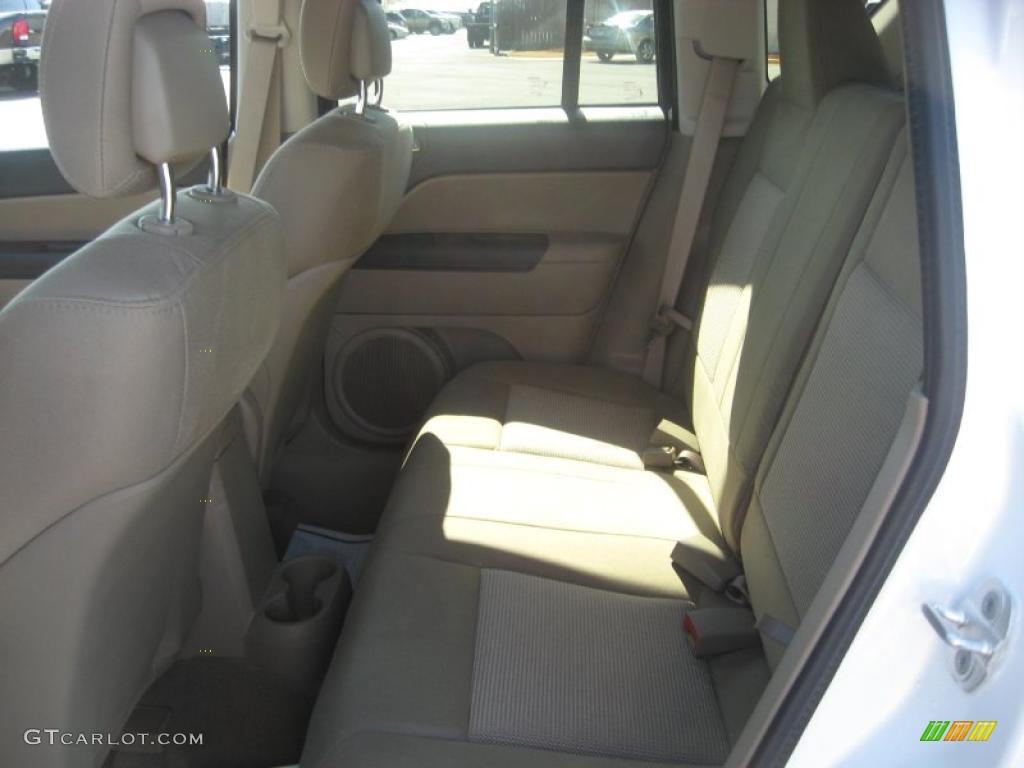 Dark slate gray light pebble beige interior 2011 jeep - 2016 jeep compass interior lights ...