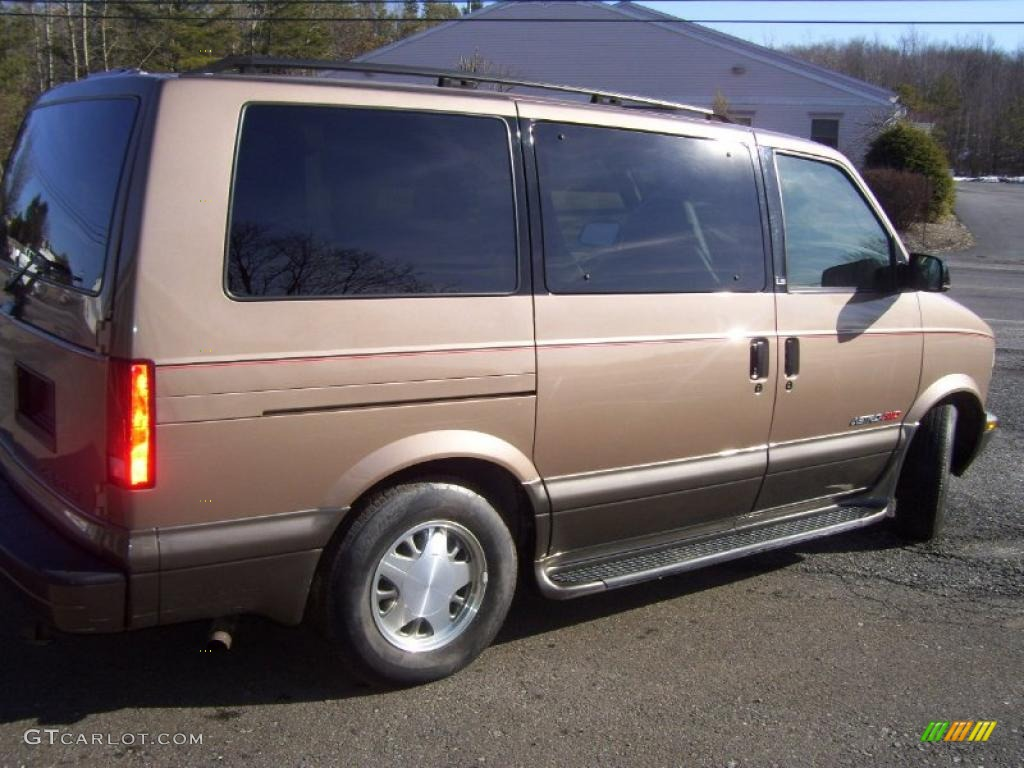 Light Autumnwood Metallic 2000 Chevrolet Astro LS AWD Passenger Van Exterior Photo #46193399